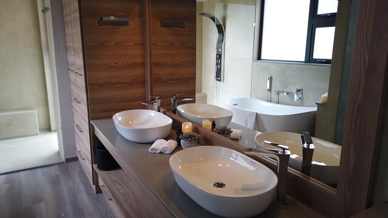 Bathroom facilities at Gweda Lodge private game lodge in Mabalingwe Bela-Bela