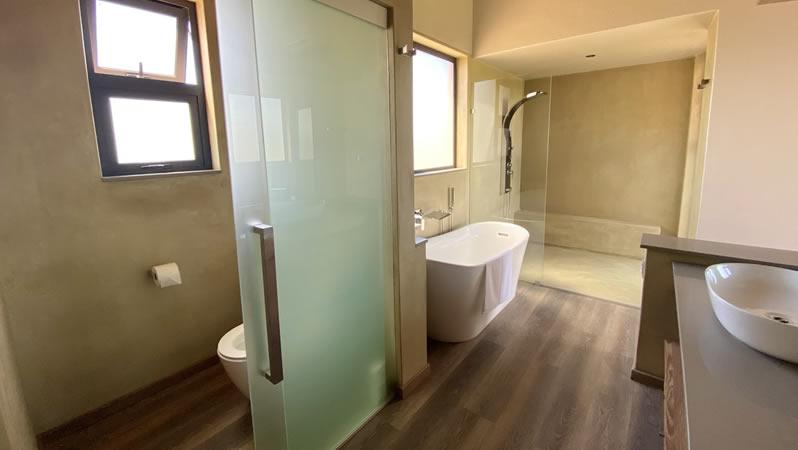 Shower and bathroom at Gweda Lodge private game lodge in Mabalingwe Bela-Bela